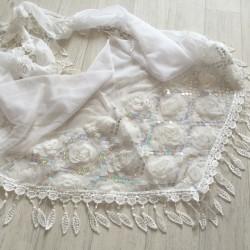 Blanc - écharpe à galons feuilles et broderie grosse fleurs 3D et sequins Réf.11