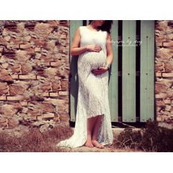 Longue robe de grossesse en dentelle blanche
