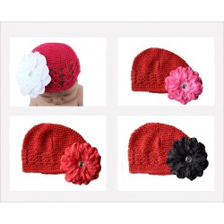 Bonnet au crochet 100% coton, couleur rouge +barrette pétunia au choix