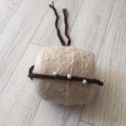 Bandeau fin avec perle sur le coté, modèle chocolat