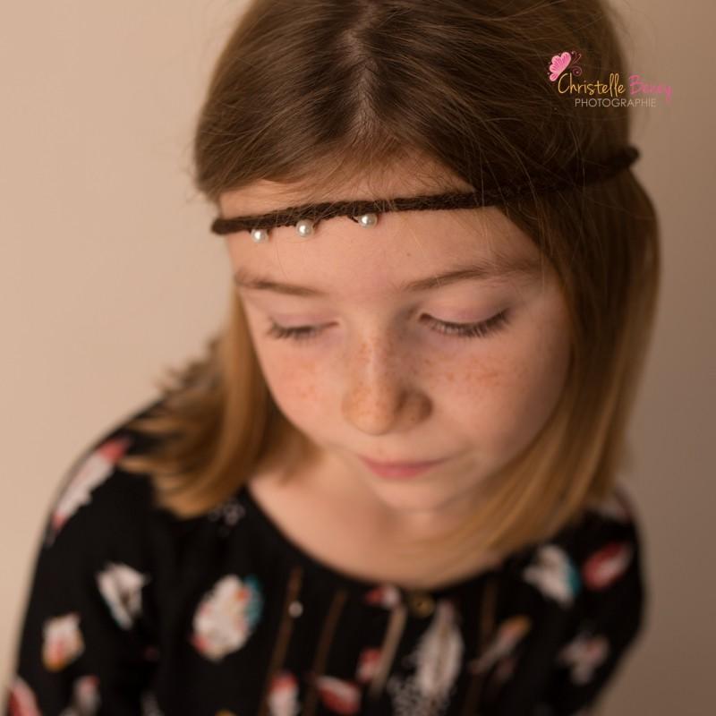 Bandeau fin avec perles sur le coté, modèle chocolat