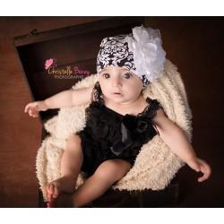 Bonnet en coton modèle baroque fleur blanche