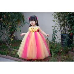 Robe créateur modèle Malia couleur jaune et rose foncé