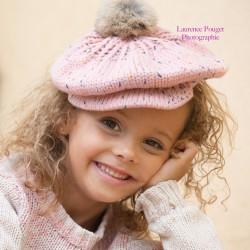 Bonnet casquette et pompon modèle rose tacheté