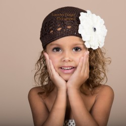 Chocolat - Ivoire Bonnet + barrette fleur Pétunia  bébé 0 à 3 ans