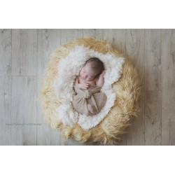 Pose bébé faux Flokati poils frisés, modèle beige soutenu