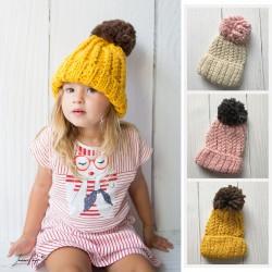 Bonnet en gros lainage et pompon, 3 à 10 ans