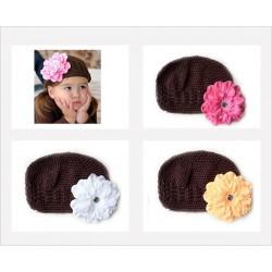 Bonnet au crochet 100% coton, couleur chocolat +barrette pétunia au choix