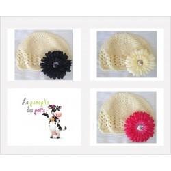 Bonnet au crochet 100% coton, couleur ivoire+barrette marguerite au choix