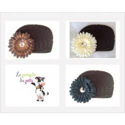 Bonnet au crochet 100% coton, couleur chocolat+barrette marguerite au choix