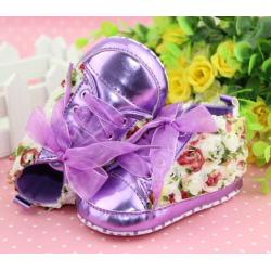 Chaussure souple basket montante bébé 0 à 12 mois, modèle Dentelle violet