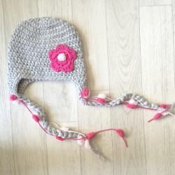 Bonnet au crochet gris pour la taille naissance à 2 ans