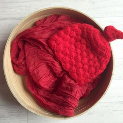 Rouge. Set wrap coton + bonnet séance photo new born