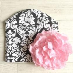 Bonnet en coton modèle baroque fleur rose